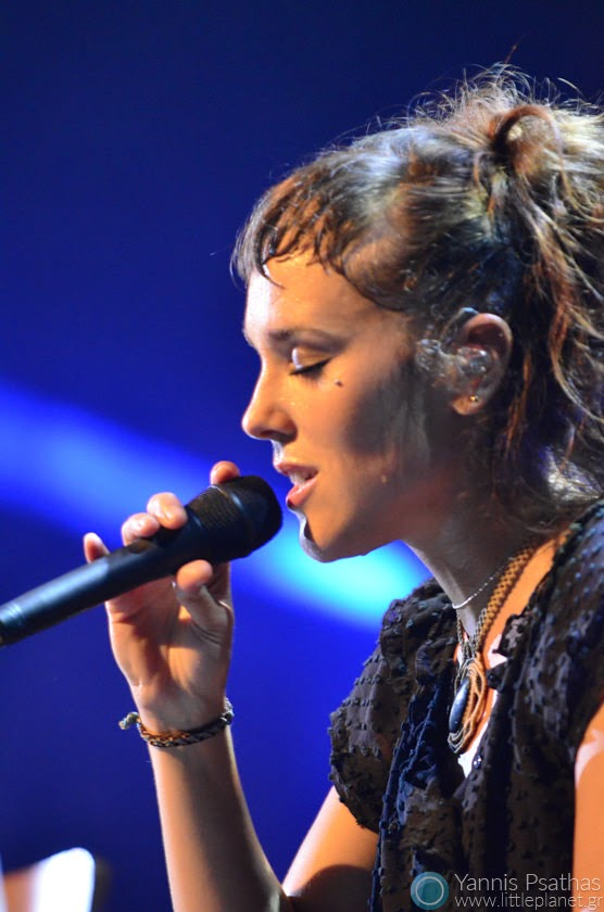 Zaz (Isabelle Geffroy) performing in live music concert